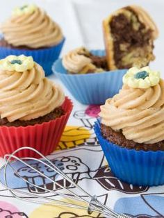 Ασπρόμαυρα cupcakes Candy Crash, Pastry Cake, Greek Recipes, First Birthday Parties, Truffles, Sweet Tooth, Muffins, Food And Drink, Cupcakes