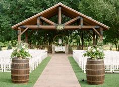 Organic Oklahoma Wedding | Decor/Rentals: Ruby's Vintage Rentals & Marianne's Rentals Special Events Solutions | Wedding Planner: Emerson Events | Photography: Ely Fair Photography | Venue: The Springs in Edmond #bridesofok #wedding #alter
