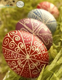 Brown Eggs, Rock Crafts, Egg Decorating, Painted Rocks, Easter Eggs, Christmas Bulbs, Mandala, Sculpture, Holiday Decor