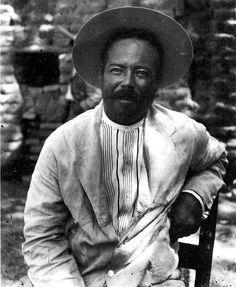 Pancho Villa, durante una presentación en la que debía de descender de una cuerda atada a un helicóptero en movimiento.