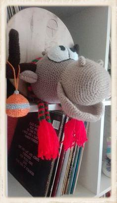 Nach einer Anleitung von Mala Design Knitted Hats, Crochet Hats, Knitting, Design, Tutorials, Knitting Hats, Tricot, Knit Caps, Cast On Knitting