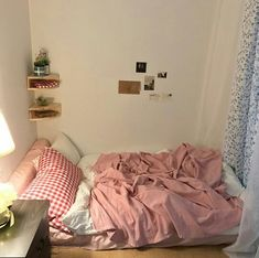 Apartment cute bedroom ideas Ideas for 2019 Cute Bedroom Ideas, Room Ideas Bedroom, Home Bedroom, Bedroom Decor, Study Room Decor, Deco Studio, Minimalist Room, Aesthetic Room Decor, Cozy Room