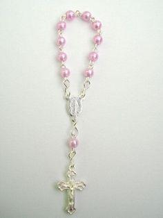 http://www.pravoceshop.com.br/produto.php?cod_produto=1622285 mini terço rosa para lembrancinhas