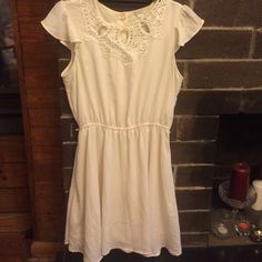 Forever 21 dress Size M Adorable dress, in great condition. Has inner attached slip. Elastic waist. Hand wash cold. Note- there is a faint green that has rubbed off onto the dress due to the buttons (see last picture), but can barely see when buttoned. Dress does have two small loops on side for a belt, but does not come with belt. Can easily cut those off if you do no desire a belt. H&M Dresses Midi