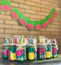 Party tropical cotillones Tropical Party, Hawaiian Party Decorations, Hawaiian Decor, Elephant Party, Thomas And Friends, Celebration