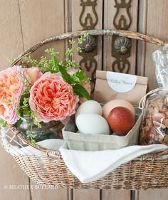 Although May Day isn't celebrated here as widely as it is in Europe, I still think it's one of the sweetest holidays. The tradition of leaving a basket of flowers and treats on your nei… May Day Baskets, Gift Baskets, May Days, May Flowers, Grandma Gifts, Hostess Gifts, Homemade Gifts, Best Gifts, Gift Wrapping