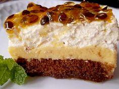 Torta pavê de maracujá                                                                                                                                                                                 Mais Portuguese Desserts, Portuguese Recipes, Sweet Recipes, Cake Recipes, Dessert Recipes, Brazillian Food, Sweet Pie, Fruit Tart, Dessert Drinks