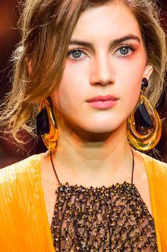 Acessórios e joias exuberantes da alta-costura de Paris - Vogue   News