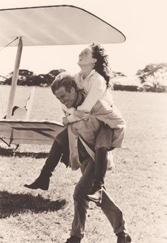 Meryl Streep and Robert Redford - on the set of Out of Africa (directed Sydney Pollack,1985) www.theprintlife.com
