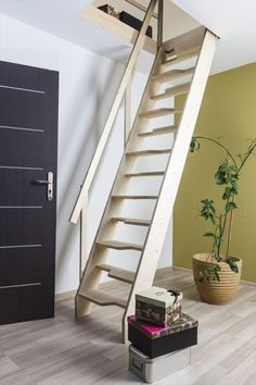 Fakro MSA Hemsetrappe m/kotelettrin Tiny House Stairs, Attic Stairs, Tiny House Cabin, Attic Bedroom Small, Small Log Cabin, Building Stairs, Attic Ladder, Lofts, Attic Renovation