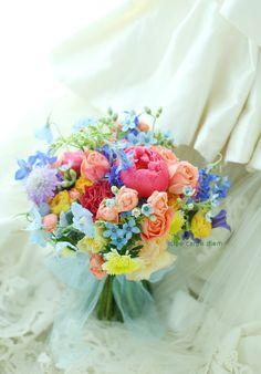 Bride Bouquets, Flower Bouquet Wedding, Floral Bouquets, Floral Wedding, Wedding Colors, Rainbow Wedding, Floral Arrangements, Beautiful Flowers, Marie