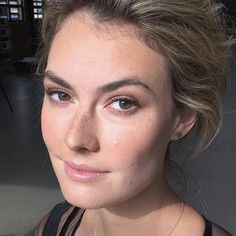 """#tb, and I still love this quick behind the scenes shot of Elizabeth of @fordmodels-- gorgeous!  Makeup/hair by Nika and Lia for @nikavaughanbridalartists From our shoot at @ovationchicago with photographer @momokofritz & stylist @linnpetterson  Product list: Skincare @embryolisseusa @nurturingforce @mariobadescu  Face @temptu @makeupforeverofficial @bennyemakeup  Cheeks  @senna Eyes @rmsbeauty @viseart @narsissist  Lips """"Bare"""" lipgloss by @nikavaughan_artists…"""