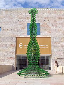 Nectar by Joana Vasconcelos (Portugal) Madame Du Barry, Portugal, Guggenheim Bilbao, Basquiat, Portuguese Language, Plastic Art, Robot Art, Famous Places, Recycled Art
