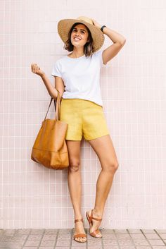 These simple DIY summer shorts - are sure to take you to the beach, bar or. Shorts Diy, Sewing Shorts, Linen Shorts, Jean Shorts, Yellow Shorts Outfit, Summer Shorts Outfits, Short Outfits, Modest Shorts, Diy Kleidung