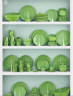 green lettuce plate by Dodie Thayer for Tory Burch and are part of a whole collection of pieces. Dodie Thayer, The Pottery Queen of Palm Beach, originally started molding her Lettuce WareCreated in collaboration with iconic potter Dodie Thayer, Tory Decoration Bedroom, Decoration Table, Ceramic Pottery, Ceramic Art, Pottery Art, Green Lettuce, Spring Green, Home Accessories, Tory Burch