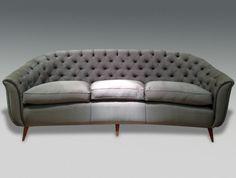 canape-gris-capitonné-pour-le-salon-chic-tapisserie-canape-italien-beige