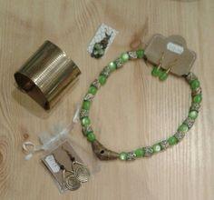 Green and gold Green And Gold, Beaded Bracelets, Jewellery, Jewels, Pearl Bracelets, Schmuck, Jewelry Shop, Jewlery, Seed Bead Bracelets