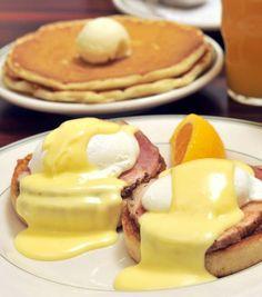 Corso di cucina americana American Breakfast a Roma per realizzare gustose Eggs benedict a base di muffin inglese, uova in camicia, bacon, cheddar e salsa olandese fatta in casa, solo per dirne una. Segnate questa data: 11 febbraio 2016.  http://www.puntarellarossa.it/2015/12/21/corso-di-cucina-americana-a-roma-american-breakfast-di-puntarella-rossa/