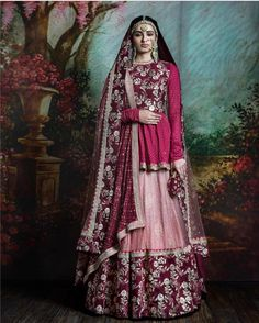 Thinking Indian bridal outfits? Go ahead and check out the best Ethnic Indian wear outfit ideas for weddings in Let your roots make you look glamrous. Indian Bridal Outfits, Indian Bridal Wear, Indian Designer Outfits, Pakistani Bridal, Pakistani Dresses, Indian Dresses, Bridal Dresses, Eid Dresses, Party Dresses