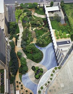 Brazilian garden designer Isabel Duprat was commissioned by Skidmore, Owings & Merrill to complete the landscaping at its BankBoston building in São Paulo. The design was inspired by the work of her mentor Roberto Burle Marx.