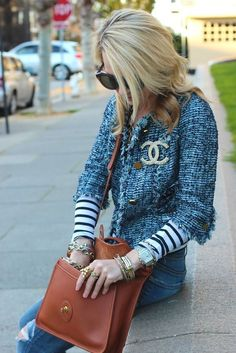 tweed blazer, Chanel pin and leather bag - atlantic-pacific street style Chanel Fashion, Love Fashion, Chanel Style, Mode Style, Style Me, Chanel Tweed Jacket, Chanel Coat, Tweed Blazer, Coco Chanel