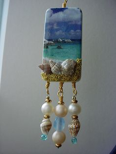 A beautiful example of how gluing small items like micro beads and sea shells to your domino can make it so unique. Domino Jewelry, Resin Jewelry, Jewelry Crafts, Jewelry Art, Handmade Jewelry, Jewelry Design, Driftwood Jewelry, Driftwood Projects, Driftwood Art