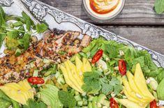 grillad salmalax Havana Beach, Cobb Salad, Broccoli, Lunch, Food, Green Bean, Juice, Eat Lunch, Essen