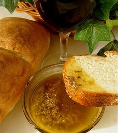 Garlic Parmesan dipping oil cup parmesan cheese, freshly grated teaspoon pepper, freshly ground teaspoon salt 2 tablespoons balsamic vinegar 1 garlic, crushed 1 teaspoon fresh oregano, chopped or teaspoon dried oregano cup olive oil Dir Garlic Dipping Oil Recipe, Bread Dipping Oil, Garlic Oil, Fresh Garlic, Dip Recipes, Cooking Recipes, Sauces, Tortillas, Finger Foods