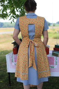 Golden Wild Rose Calico Apron Ready to by lilacsinspring - Golden Wild Rose Calico Apron -Ready to Ship Cute Aprons, Sewing Aprons, Aprons Vintage, A Line Skirts, Smocking, Sewing Patterns, Retro Apron Patterns, Apron Pattern Free, 1940s