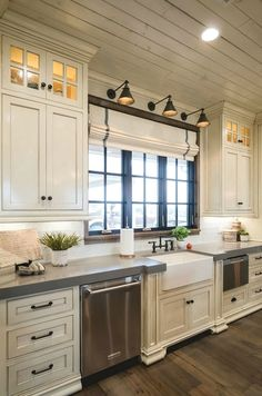 Awesome Rustic Farmhouse Kitchen Cabinets Decor Ideas Of Your Dreams – Kitchen Cabinets Decor, Farmhouse Kitchen Cabinets, Cabinet Decor, Farmhouse Style Kitchen, Modern Farmhouse Kitchens, Home Decor Kitchen, Rustic Kitchen, Home Kitchens, Kitchen Ideas