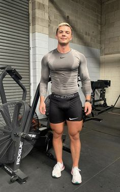 Men's Training Gear Outfits Casual, Mode Outfits, Sport Outfits, Gym Gear For Men, Gym Men, Gym Outfit Men, Cycling Outfit, Lycra Men, Lycra Spandex