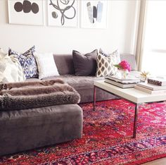 Love the contrast of that rug with modern furnishings