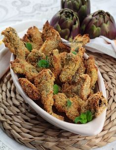 Crispy artichokes - Baked and irresistible like fried ones! - Crispy artichokes – Baked and irresistible like fried ones! Best Picture For fall recipes For Y - Salmon Recipes, Vegetable Recipes, My Favorite Food, Favorite Recipes, Cooking Recipes, Healthy Recipes, Antipasto, Soul Food, Italian Recipes
