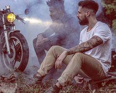 Bivouac time. Photo by @kurva_gang #bivouac #headlight #caferacer #hondaCX #honda #vintage #KTMSX #KTM #BIKE #motards #brothers #friends #outfits #photographie #photography #focus #morning #visual #kurvagang #fashion #motors @caferacerdreams @caferacergram