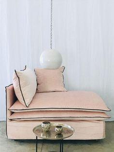 Custom-Made Meridienne Mille et Une Nuit Pink velvet powder Tsar - Interior Design Awards, Interior Decorating, Seaside Home Decor, Corner Seating, Sofa Inspiration, Simple Living Room, Handmade Furniture, Cushions On Sofa, Furniture Design
