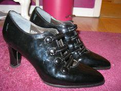 Super Cute Vintage Italian Shoes--3 inch heels