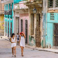 Cuba Travel Guide | Where to Stay, What to Do, What to See | Chic Trendy | How to Travel Legally | What to Wear