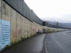 The peace line as it called keeping pro British an pro Irish apart ( loyalist an republican) this is the longest peace wall in Europe still standing today in fact it's one of many now sadly Northern Ireland Troubles, Belfast Northern Ireland, Visit Belfast, Belfast City, Places To Travel, Places To See, Travel Things, Ireland Travel, Ireland