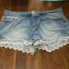 Lace Detail Denim Shorts So cute for summer! Forever 21 Shorts
