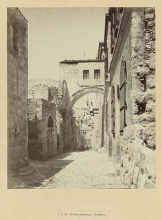 | S 12. De Ecce-Homoboog. Jeruzalem, c. 1895 - c. 1915 | De foto is onderdeel van de door Richard Polak verzamelde fotoserie uit Israël, Palestina en Syrië.