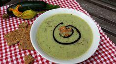 fitshaker_blog_cukinova_kremova_polievka Cheeseburger Chowder, Hummus, Healthy Recipes, Healthy Food, Soup, Menu, Ethnic Recipes, Blog, Healthy Foods