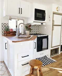 10 Pleasing Clever Tips: Kitchen Remodel On A Budget Small kitchen remodel checklist things to.Kitchen Remodel Before And After Open Floor simple kitchen remodel laundry rooms.Small Kitchen Remodel Mobile Home. Bus Camper, Rv Campers, Happy Campers, Camper Life, Remodel Caravane, Astuces Camping-car, Travel Trailer Remodel, Travel Trailers, Travel Trailer Living