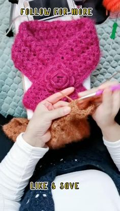 simple crochet projects for beginners - how to crochet for beginners step by step tutorials Crochet 101, Beginner Crochet Tutorial, Beginner Crochet Projects, Simple Crochet, Crochet Videos, Crochet For Beginners, Crochet Stitches, Free Crochet, Crochet Scarves