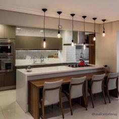 Cozinha decorada com cores neutras. Kitchen Ideas New House, Kitchen Sets, Home Decor Kitchen, Kitchen Interior, New Kitchen, Home Kitchens, Kitchen Room Design, Modern Kitchen Design, Elegant Kitchens