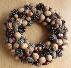 Fall Wreaths, Christmas Wreaths, Christmas Decorations, Holiday Decor, Pine Cone Art, Creative Box, Christmas Flowers, Little Babies, Diy And Crafts