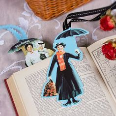 Never lose your (spit) spot again. This adorable Mary Poppins-inspired bookmark is practically perfect in every way. (You don't need to be Mary Poppins to help a girl. Mary Poppins, Disney Diy, Disney Crafts, Walt Disney, Disney Food, Disney Magic, Disney Bookmarks, Disney Printables, Reading Nooks
