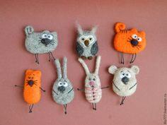 Best 12 Needle Felt Fox Brooch / Ornament Tutorial Instructions PDF How to make a felt fox Guide Instructions – SkillOfKing. Needle Felted Animals, Felt Animals, Needle Felting, Crochet Brooch, Felt Brooch, Felt Crafts, Fabric Crafts, Felting Tutorials, Brooches Handmade