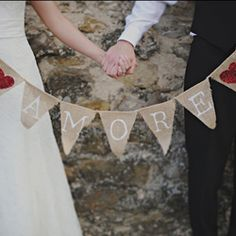 Who would not want to get married in Tuscany? This bride organized her destination wedding all by herself and shares valuable tips with us!