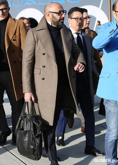 and again in Beige, very nice Big Men Fashion, Best Mens Fashion, Look Fashion, Winter Fashion, Suit Overcoat, Stylish Men, Men Casual, Elegant Man, Plus Size Men