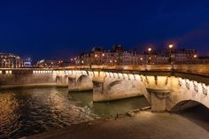 """Paris, the """"City of Light"""" in the dark by Guillermo Olaizola"""